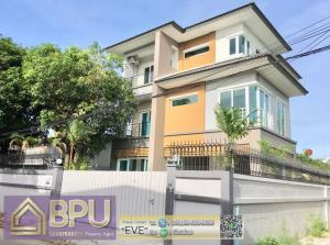 For RentHouseRatchadapisek, Huaikwang, Suttisan : ** 4 Bedrooms Single House for Rent ** Near MRT Suthisan