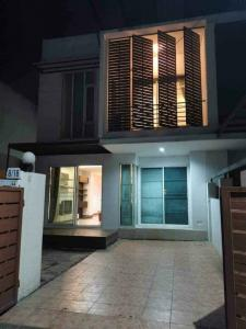 For RentTownhouseSamrong, Samut Prakan : LBH0238 Townhome for rent. 2 floors, The Life Bangna village, fully furnished, ready to move in.