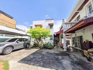ขายบ้านเกษตรศาสตร์ รัชโยธิน : [ ขายด่วน บ้านเดี่ยวถูกมาก 12.8 ลบ ]  ภายในพื้นที่มีบ้าน 2 หลัง 97  ตรว. สุดคุ้ม ในซอยเสนานิคม (พหลโยธิน 32)