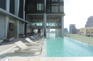 For RentCondoSukhumvit, Asoke, Thonglor : Rent Edge Sukhumvit 23, size 41 sqm., east view, fully furnished, ready to move in