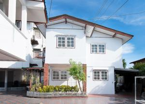 For RentHousePinklao, Charansanitwong : House for rent in Bang Khun Non, 4 bedrooms, 3 bathrooms ** Pets allowed ** ฿26,000 per month