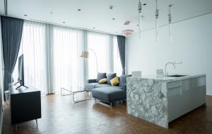เช่าคอนโดสาทร นราธิวาส : ให้เช่าคอนโด The Ritz Carlton Residence ขนาด 147 Sq.m 3 bed 2 bath ราคาเพียง 130000 เท่านั้น !!!