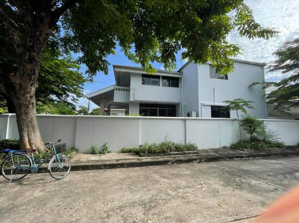 ขายบ้านพัฒนาการ ศรีนครินทร์ : Panya Vilage for sell 210sq wah 3+1bed 3bath+2maid 47,000,000 Am: 0656199198