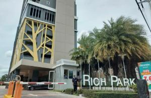 ขายคอนโดพระราม 5 ราชพฤกษ์ บางกรวย : 🔥🔥HOT SALE🔥🔥RICH PARK@CHAOPHRAYACONDO High Rise 33 ชั้นคอนโด ริชพาร์ค@เจ้าพระยา ชั้น 18ติดถนนรัตนาธิเบศร์ จ.นนทบุรีพร้อมเฟอร์และเครื่องใช้ไฟฟ้าครบครัน