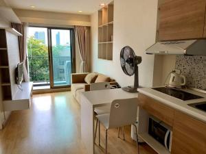 For RentCondoRama9, RCA, Petchaburi : Condo for rent Casa Asoke Dindaeng,💥pool view💥, condo near MRT Rama 9.Room 1 bedroom 1 bathroomSize 30.6 sq. m., 6th floor💰 Rental price 11,000 baht/month