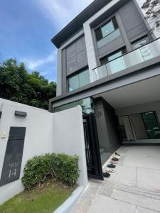 ขายบ้านโชคชัย4 ลาดพร้าว71 : ขายบ้าน The Gentry เอกมัย-ลาดพร้าว ราคาพิเศษ 3 ยูนิตสุดท้าย บ้านหรูใจกลางเมือง ใกล้เอกมัย โทร. 062-339-3663