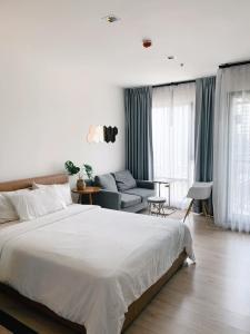 For RentCondoSukhumvit, Asoke, Thonglor : For rent Rhythm Sukhumvit 36-38, beautiful room with glass partitions.