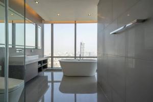 เช่าคอนโดสาทร นราธิวาส : For rent, The Bangkok Sathorn  Luxury Condominiums on Sathorn Road, 50m from BTS Surasak with Private Lift Access