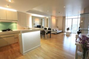 เช่าคอนโดสาทร นราธิวาส : ให้เช่าคอนโด Urbana Sathorn * 70 sqm  1 bedroom with large living area, fully furnished