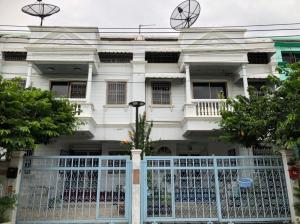 For RentTownhouseSathorn, Narathiwat : 3-storey townhouse for rent, Charoen Rat 10, near BTS Surasak/Taksin, 5 bedrooms, 3 bathrooms, usable area 250 sq m.