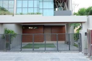 For RentHouseSukhumvit, Asoke, Thonglor : Brand-new Luxury pool villa in Ekamai22 for rent. Glamously decorated