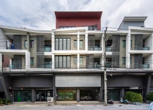 For RentHome OfficeNawamin, Ramindra : 4 storey home office for rent, Watcharaphon, Sukhapiban 5, near Ramintra-At Narong Expressway.