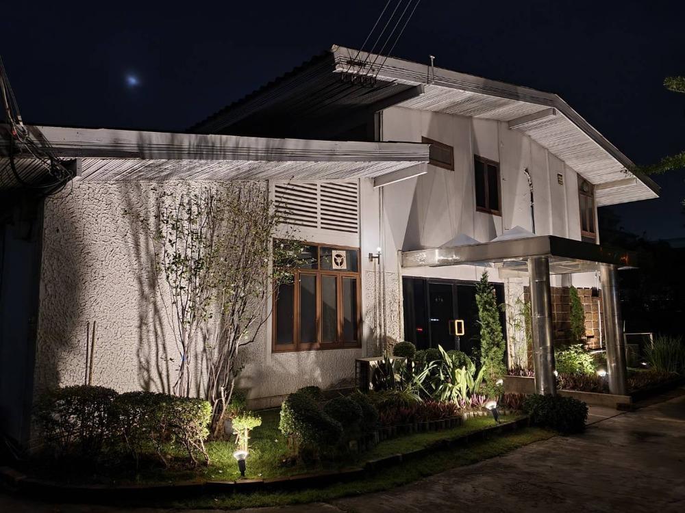 For RentWarehouseSukhumvit, Asoke, Thonglor : House with warehouse for rent, Sukhumvit 71, near BTS Prakanong station