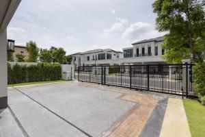 ขายบ้านพัฒนาการ ศรีนครินทร์ : 🔴ขายบ้าน บ้านแสนสิริ พัฒนาการ 4 ห้องนอน ใน สวนหลวง, สวนหลวงขายบ้านระดับ Flagship จาก แสนสิริ🔴โครงการ บ้านแสนสิริ พัฒนาการ🔴เพียง 36 ครอบครัว ทั้งโครงการและขนาดที่ดินมากกว่า 161.70 ตรว.พื้นที่ใช้สอย 459 ตรม.แบ่งฟังก์ชั่น ออกเป็นทั้งหมด 4 ห้องนอน 5 ห้องน้ำ 1