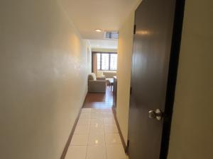 ขายคอนโดนานา : A22-030 ขายด่วนคอนโดราคาถูกมาก ราคาต่ำกว่าประเมินกรมที่ดิน 2 ห้องนอน สุขุมวิทซอย 4 เพียง 2.8 ล้าน  Omni Complex