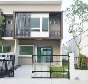 For SaleTownhouseSamrong, Samut Prakan : Townhome for sale, Indy Srinakarin, Sri Dan 22, behind the corner, 26 sq. wa., 2 floors, 2 bedrooms, empty house.