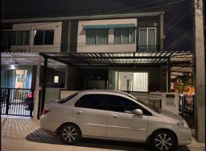 For RentTownhouseSamrong, Samut Prakan : Townhome for rent Baan Pruksa Thepharak-Kingkaew (Baan Pruksa Thepharak-kingkaew) 3 bedrooms 2 bathrooms