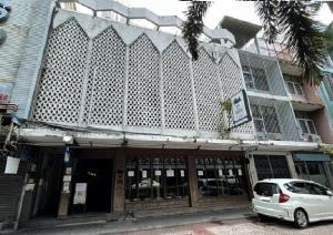 เช่าตึกแถว อาคารพาณิชย์ราชเทวี พญาไท : For Rent ให้เช่าอาคารพาณิชย์ 3 ชั้น 3 คูหา ริมถนนพญาไท ติดกับ BTS อยู่ด้านนอก คอนโดปทุมวัน รีสอร์ท ตกแต่งพร้อม เดิมเป็นร้านคาเฟ่ & เรสเตอร์รอง ทำเลดีมาก