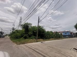 For SaleLandOnnut, Udomsuk : Land for sale 598 sq m, corner plot, reclamation, very good location, next to On Nut 65 road, intersection 11, Prawet sub-district