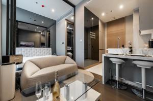 เช่าคอนโดพระราม 9 เพชรบุรีตัดใหม่ : ✅ For Rent ** The ESSE at Singha Complex , Luxury Class ตกแต่งสวย พร้อมเข้าอยู่ **