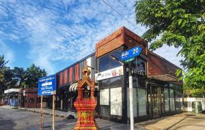 For RentShophouseNawamin, Ramindra : For rent at the mouth of Soi Sai Mai, Bangkok.