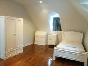For RentHouseBangna, Bearing, Lasalle : House for rent, Sukhumvit 107, near BTS Bearing, fully furnished, Pet friendly