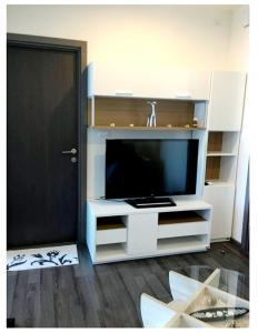 For RentCondoOnnut, Udomsuk : FOR RENT :: THE BASE Park West - Sukhumvit 77 : Corner room Quite Ready to move in (L21_0353)
