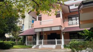 เช่าบ้านราชเทวี พญาไท : Single House For Rent pet friendly 🐶🐱 450sqw 4 bedroom 3 bathroom please contact to visit