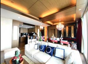 For RentCondoWongwianyai, Charoennakor : Condo Watermark Residence for rent 3 bedrooms 🔥