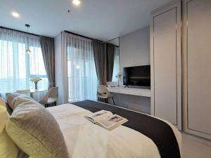 For RentCondoLadprao, Central Ladprao : 🎯Life Ladprao !! Luxurious decoration, fully furnished, ready !! I like negotiating in front of the job.... (T00080)