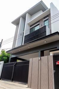 ขายบ้านลาดพร้าว71 โชคชัย4 : บ้านสวย !! บ้านเดี่ยว 2 ชั้น สุขุมวิท 71