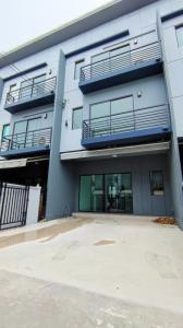 ขายทาวน์เฮ้าส์/ทาวน์โฮมลาดกระบัง สุวรรณภูมิ : ขาย ทาวน์โฮม 3 ชั้น บ้านกลางเมือง พระราม 9-อ่อนนุช 145 ตรม. 18.1 ตร.วา สภาพใหม่ ไม่เคยเข้าอยู่อาศัย