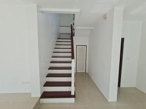 ขายบ้านบางนา แบริ่ง : 6408-564 ขาย บ้าน ลาดกระบัง- บางพลี Perfect Place Sukhumvit 77 3ห้องนอน The Paseo Mall Renovate ใหม่