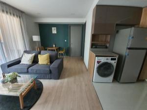 เช่าคอนโดสุขุมวิท อโศก ทองหล่อ : 6408-487 ให้เช่า คอนโด อโศก พร้อมพงษ์ BTSเอกมัย Taka Haus Ekamai 12 1ห้องนอน วิวหน้าถนนโครงการ
