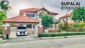 For RentHouseLadkrabang, Suwannaphum Airport : A 2-STOREY DETACHED HOUSE at SUPALAI SUVARNABHUMI VILLAGE for rent, 3BR/3BA, Can access both Sukhumvit 77 Road (On-Nut) and Ladkrabang Road