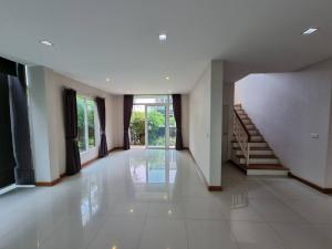 For RentHouseKaset Nawamin,Ladplakao : J098 for rent, luxury detached house, 2 floors, 3 bedrooms, 4 bathrooms, only 40,000 baht (call 095-9295613)