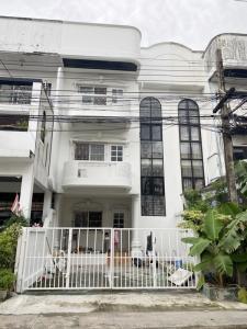 เช่าบ้านโชคชัย4 ลาดพร้าว71 : ให้เช่าทาวน์เฮ้าส์ 3 ชั้น ถนนลาดพร้าว 84 เนื้อที่ 30 ตารางวา 4 ห้องนอน 3 ห้องน้ำ ราคาเช่า 22,000 บาทต่อเดือน