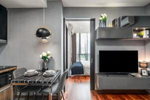 For SaleCondoRatchathewi,Phayathai : 🔥 Selling Wish signature midtown siam condo, special price 5.2 million baht including decoration 🔥☘ free furniture and electrical appliances