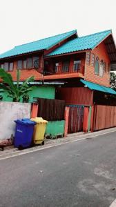 ขายบ้านสำโรง สมุทรปราการ : ขายบ้าน แถวบางบ่อ สมุทรปราการ  52ตรางวา พร้องห้องเช่าข้างๆ 6ห้อง