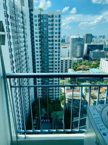 For SaleCondoKhlongtoei, Kluaynamthai : 💥The owner wants to sell 💥 Aspire Rama 4, size 28 sq.m., very high floor, only 1.95 mb!!! Interested call 065-824-4831