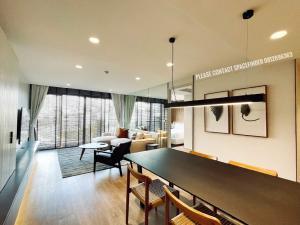 เช่าคอนโดวิทยุ ชิดลม หลังสวน : 2 Bedrooms Unit Close to BTS Ploenchit For Rent Project : Noble Above Wireless-Ruamrudee90 sq.m. 2 Bedrooms2 Bathrooms Rental price : 60,000 Baht/month Deposit : 2 months Advance : 1 month 1 km. to BTS Ploenchit 1.5 km. to Lumpini Park1.6 km. to BTS NanaP