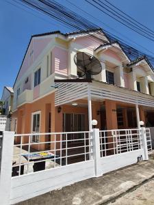 เช่าทาวน์เฮ้าส์/ทาวน์โฮมพัทยา บางแสน ชลบุรี ศรีราชา : บ้านให้เช่า ทาวเฮ้าส์ 3 ห้องนอน 2 ห้องน้ำ ติดม.เกษตร ศรีราชา