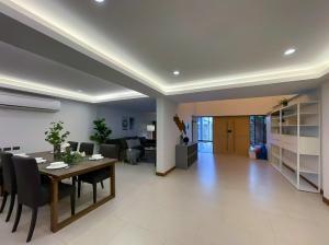 เช่าทาวน์เฮ้าส์/ทาวน์โฮมสุขุมวิท อโศก ทองหล่อ : ให้เช่า Townhouse in Sukumvit 49/1 (4 ห้องนอน) 3 ชั้น ใกล้ BTS พร้อมพงษ์ 800 เมตร