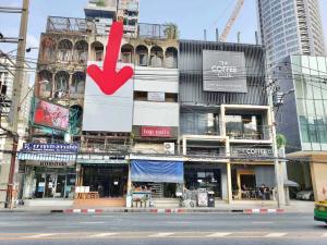 For RentShophouseSukhumvit, Asoke, Thonglor : 4 storey commercial building for rent at the entrance of Soi Thonglor Soi 10
