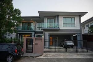 For RentHousePattanakan, Srinakarin : For rent, The Palm Village, Pattanakarn, 3 bedrooms, luxury village, beautiful house, full furniture, Pattanakarn 38