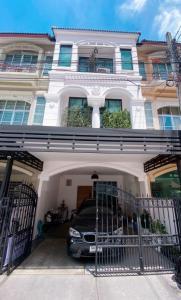 ขายบ้านโชคชัย4 ลาดพร้าว71 : บ้านจริงสวยมาก!!  ทาวน์โฮม3ชั้น โชคชัย4 รีโนเวทใหม่ ตกแต่งสวยงามพร้อมอยู่