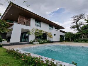 เช่าบ้านพัฒนาการ ศรีนครินทร์ : ให้เช่าบ้านเดี่ยวหรู 2 ชั้น(Luxury พร้อมสระว่ายน้ำในตัว)เนื้อที่ 130ตร.ว พื้นที่ใช้สอย 450ตร.ม ถนน พัฒนาการ-ออ่นนุชตัดใหม่ ราคาเช่า 370,000 บ/ด