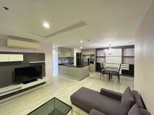 เช่าคอนโดพระราม 9 เพชรบุรีตัดใหม่ : R210048 Nice Unit For Rent type 2 bed 1 bath 77sqm 40th floor at Condo Belle Grand Rama9