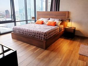 For RentCondoSukhumvit, Asoke, Thonglor : (For Rent) The Lofts Asoke Condo, 2 bedrooms unit, size 88 sq.m., corner room on 20th floor, fully furnished on Asoke Road, near MRT Phetchaburi station