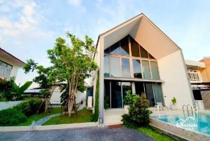 ขายบ้านโชคชัย4 ลาดพร้าว71 : 🍀ขายบ้านเดี่ยว + สระว่ายน้ำ บ้านสวย ทำเลทอง ใกล้รถไฟฟ้าสายสีเหลืองเพียง5นาที🏡 **โชคชัย 4 ซอย 56** พ.ท. 100 ตร.ว.  (68186)